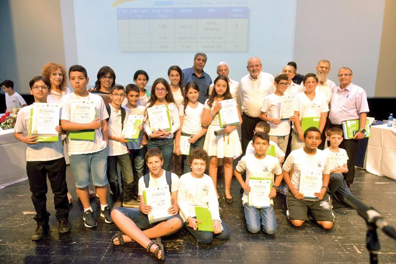 """התלמידים שהגיעו לשלב הגמר בחידון התנ""""ך העירוני"""