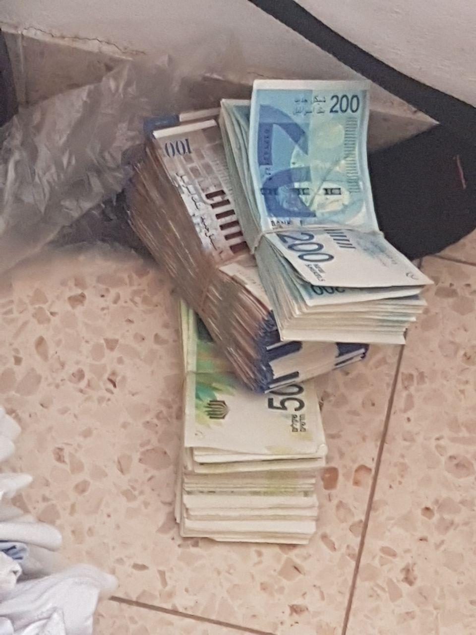 גם שטרות מזויפים נתפסו