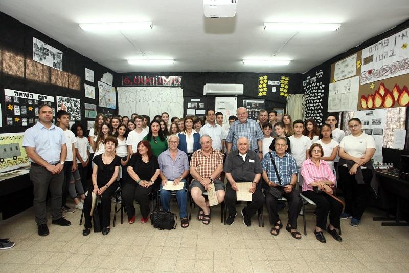 משתתפי תערוכת 'לחלץ תווי פניהם' – סיפורו של היחיד בשואה