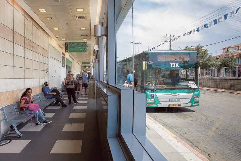 התחנה המרכזית ברחובות (צילום: ג'ני גפטרשוסטר)