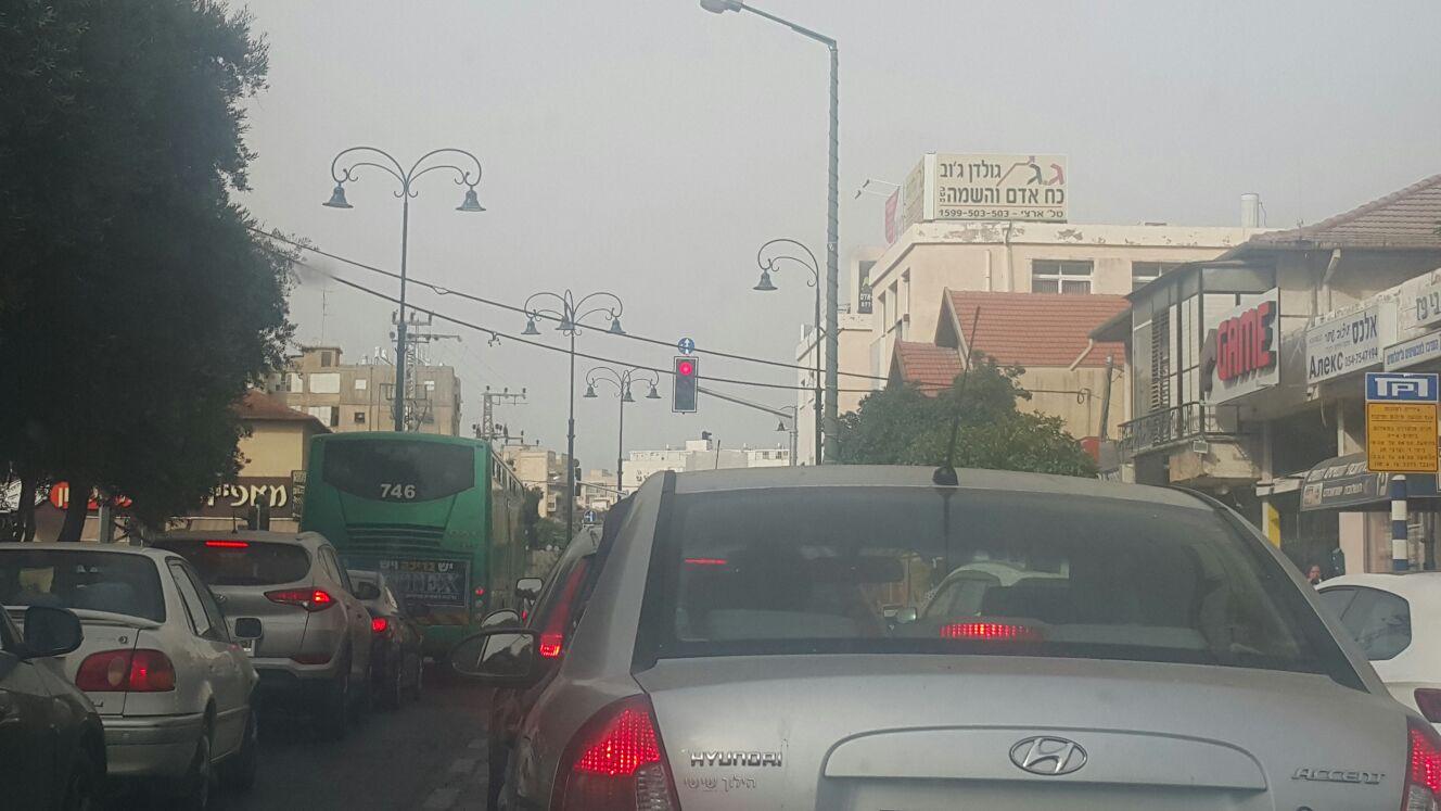 פקק תנועה בקרבת הקניון ברחובות