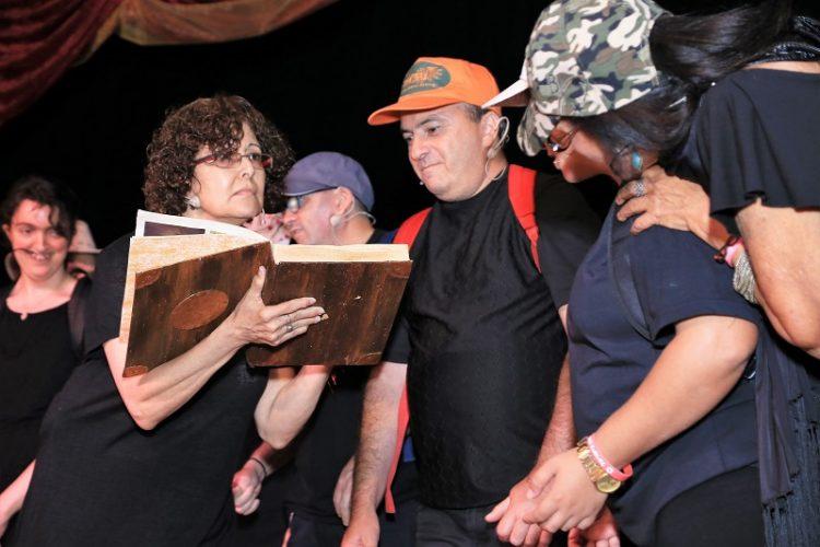 קבוצת התיאטרון הקהילתי של רשת חווית רחובות (צילום: מני דקל)