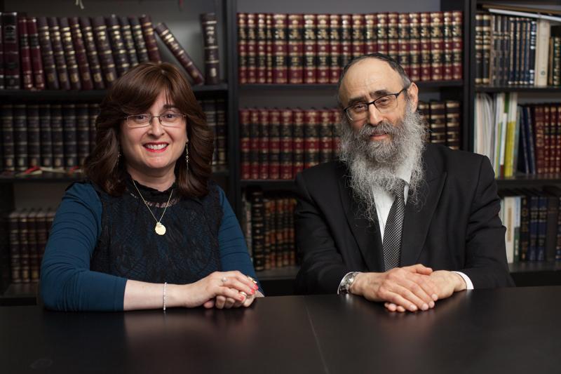 הרב מנחם מענדל גלוכובסקי ואחותו חנה אדל שגלוב (צילום: ג'ני גפטרשוסטר)