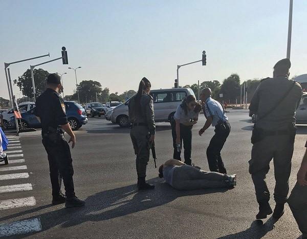 הנכה שהתמוטטה על הכביש במהלך ההפגנה