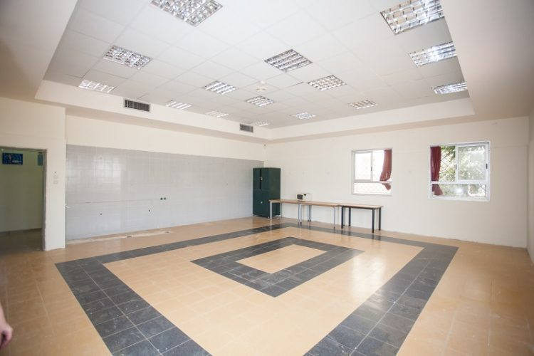 חדר האמנות שיהפוך לסטודיו עם פרקט ומראות (צילום: רון אוריאל)