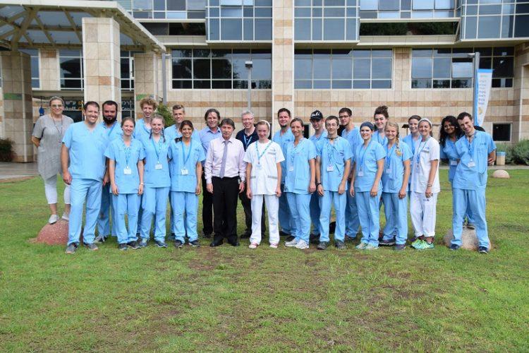 """ידידי ישראל ומנהל בית החולים ד""""ר קרלוס גרוזמן (צילום: אפרת שררה, בית החולים קפלן)"""