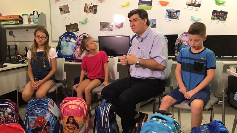 """ד""""ר אמיר אורון ותלמידים (צילום: אפרת שררה, בית החולים קפלן)"""