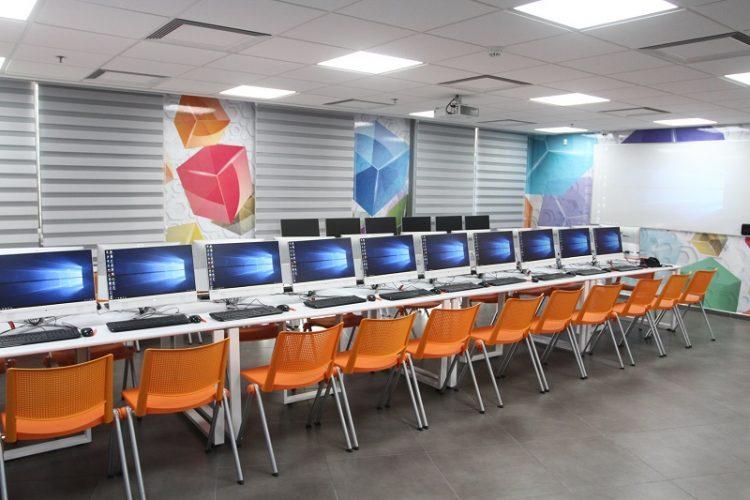 כיתת המחשבים במרכז הידע של רחובות בשיתוף מיקרוסופט