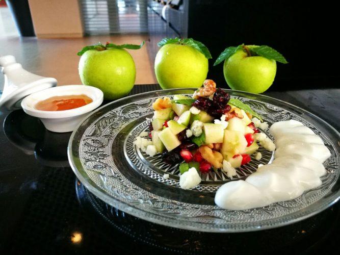 סלט תפוחים ורימונים (צילומים: גיא מישלי)