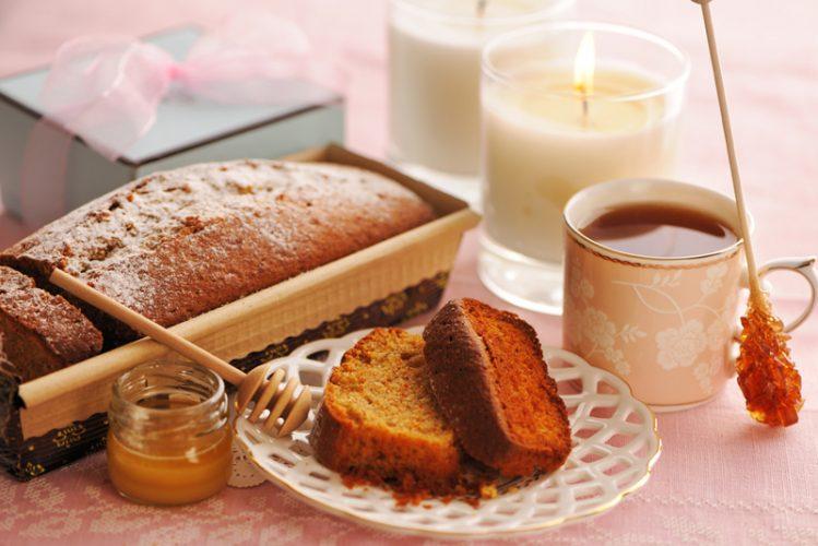 """עוגת דבש תפוחים והדרים (צילום: יח""""צ)"""