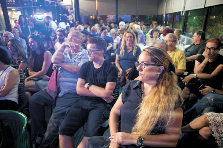 הקהל בהרצאתו של אייל דורון (צילום: דודו בכר)
