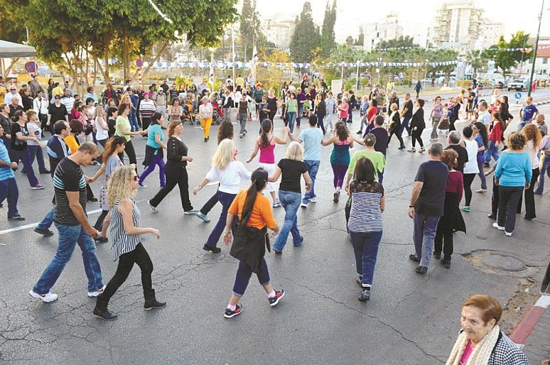 פסטיבל רוקדים אביב ברחובות