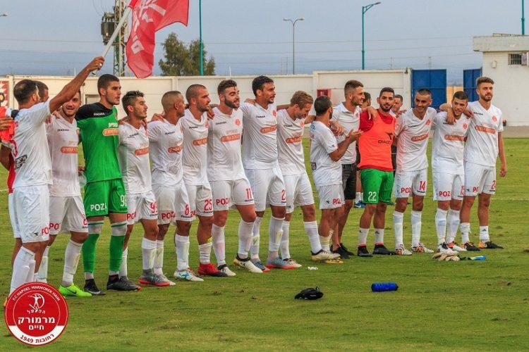 שחקני מרמורק חוגגים ניצחון על בני לוד (צילום: יוסי סוריק)