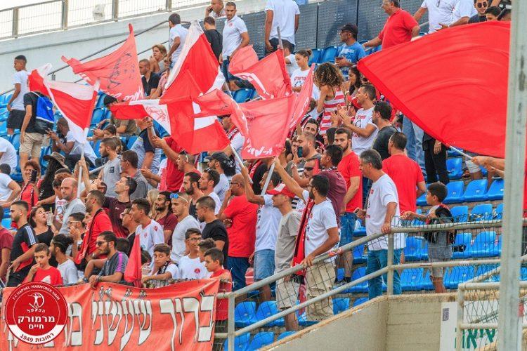 קהל מרמורק חוגג ניצחון על בני לוד (צילום: יוסי סוריק)
