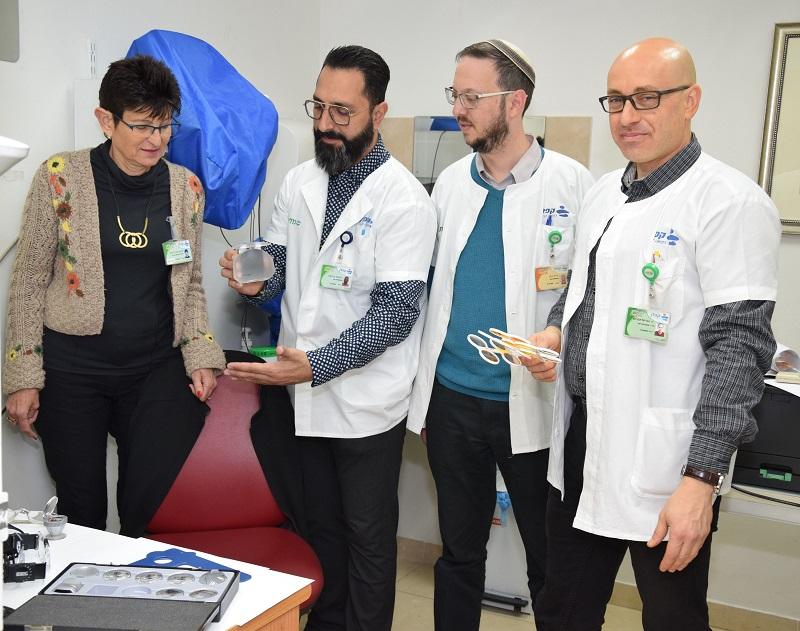 צוות מרפאת העיניים לכבדי ראייה (צילום: בית החולים קפלן)