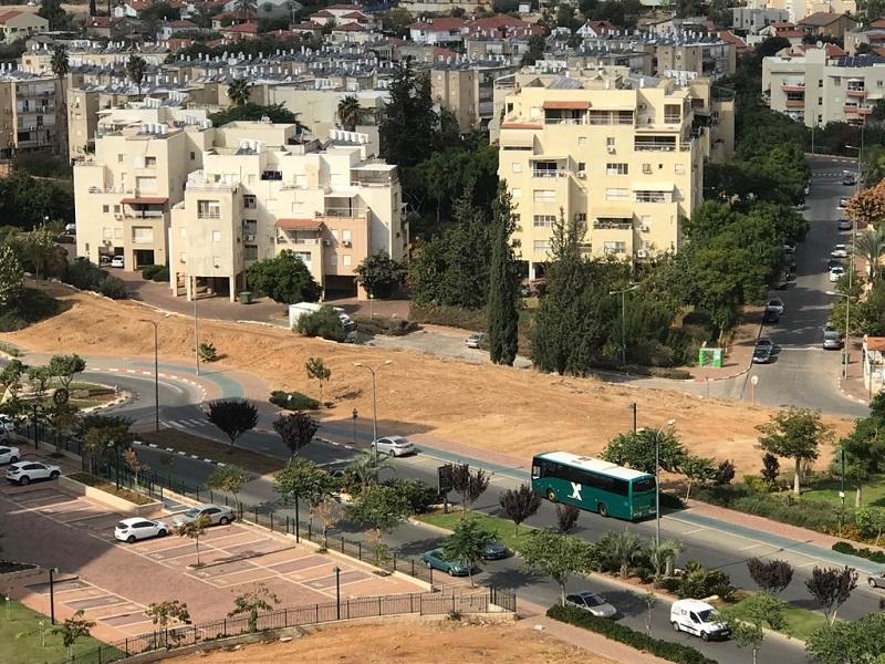 השטח המיועד לדיור מוגן בגבול שבין שכונת רחובות החדשה לשכונת גבעתי