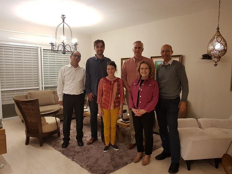 משלחת מחוקקים ממניאפוליס בביתו של זוהר בלום