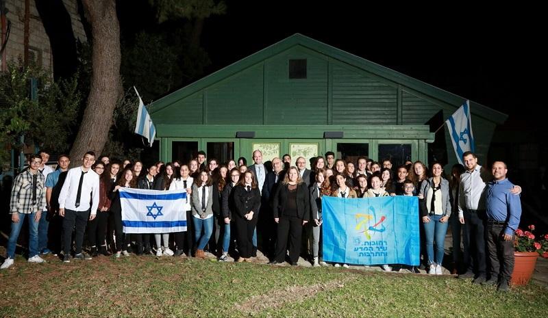 בני נוער מבית הספר למנהיגות ברחובות בכנס לציון 100 שנות דיפלומטיה ישראלית