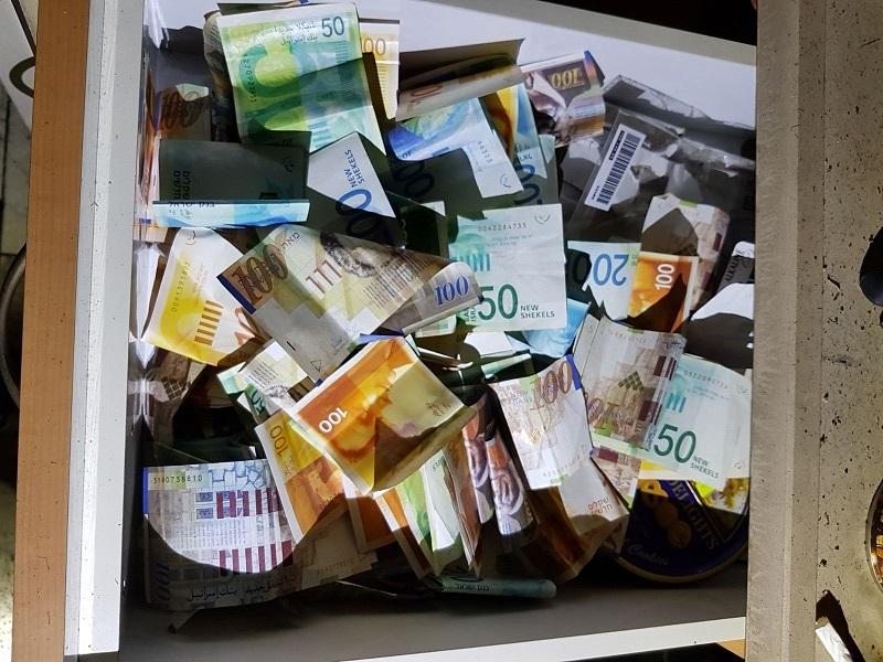כסף שנמצא בדירה (צילום: דוברות המשטרה)