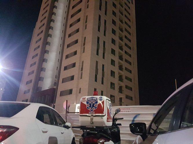 זירת התאונה באתר הבנייה ברחוב הרשקו ברחובות (צילום: דוברות איחוד הצלה)