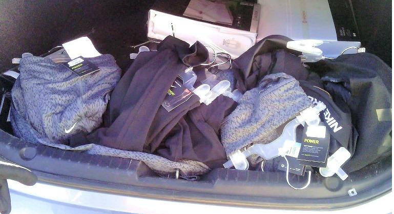 הסחורה הגנובה שנתפסה ברכב (צילום: דוברות המשטרה)