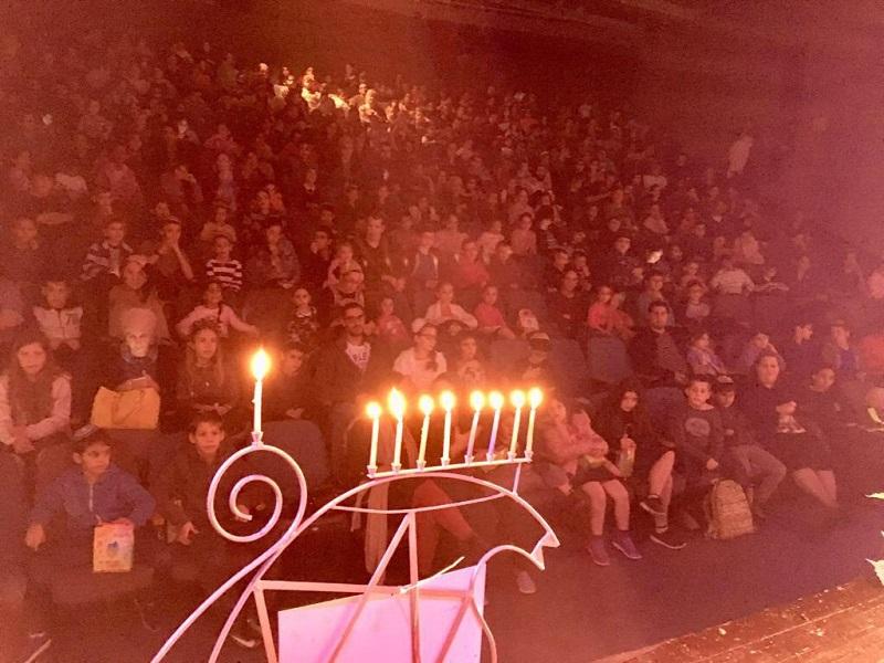 הקהל באולם המופעים בקרית משה