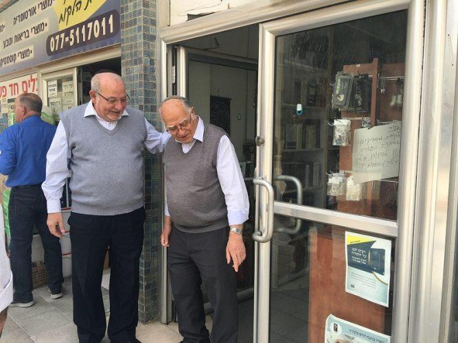 רחמים מלול במפגש עם בעלי עסקים ברחוב אחד העם