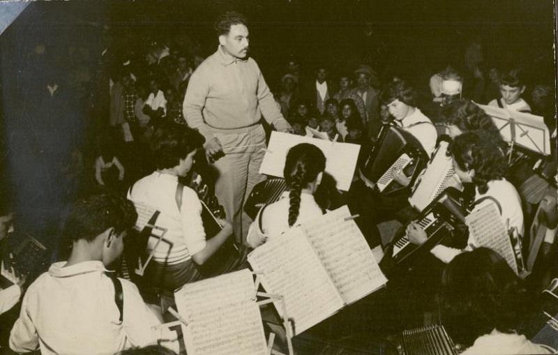 הופעה במעברת זרנוגה בשנת 1959 (צילום: באדיבות הארכיון העירוני רחובות)