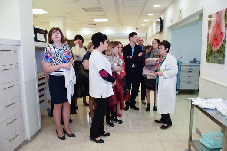 פרופ' גולנד מסבירה על טיפול חדשני באי ספיקת לב (צילום: אפרת שרהה, בית החולים קפלן)