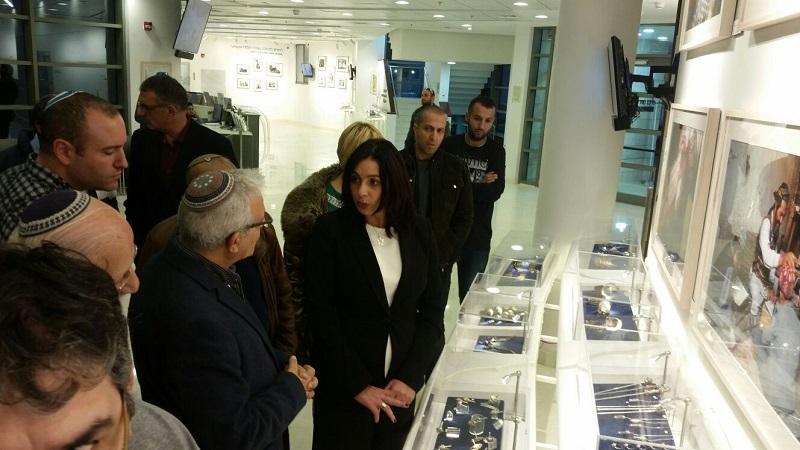 מירי רגב במהלך ביקורה במרכזת מורשת יהדות תימן וקהילות ישראל ברחובות