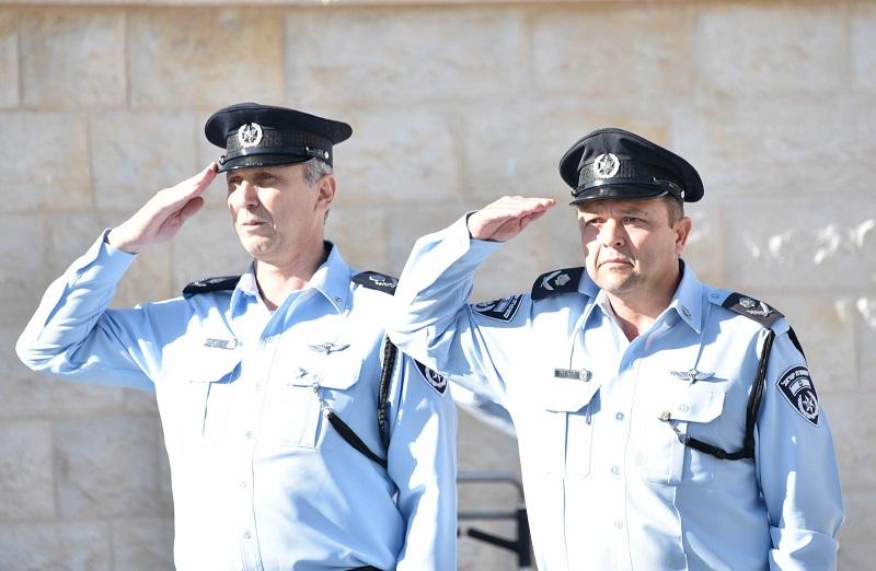 משמאל: ניצב עמי אשד וניצב מוטי כהן (צילום: דוברות המשטרה)