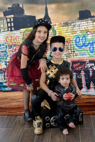 הודיה (כיתה ד'), ליאור (כיתה ב') מבית הספר סיני, ומיכאל הקטן