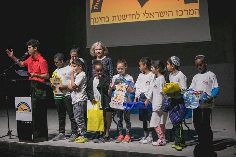 הזוכים בתחרות הכותבים הצעירים הארצית (צילום: אילן ספירא)