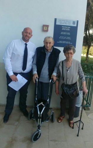 אורן אבלה וזוג הקשישים