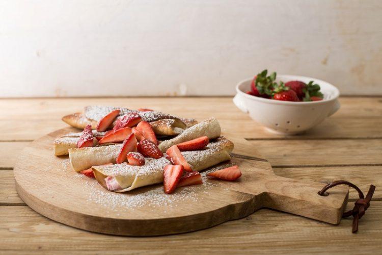 """טורטיות ממולאות בקרם עם תותים (צילום: יח""""צ מאסטר שף)"""
