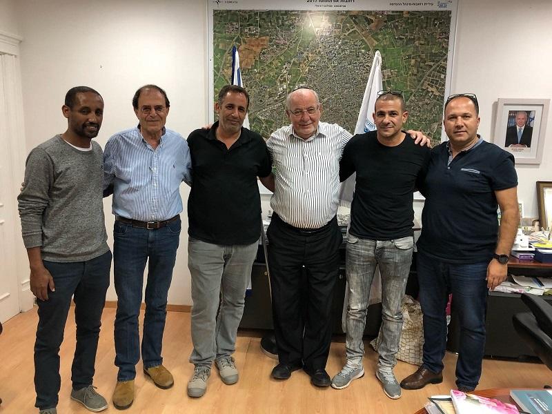 פגישת ראשי הכדורגל בלשכת ראש העיר