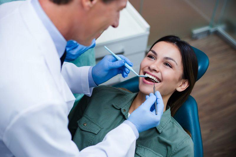 השתלות שיניים ברחובות: המומחים שכדאי לכם להכיר. צילום: Shutterstock