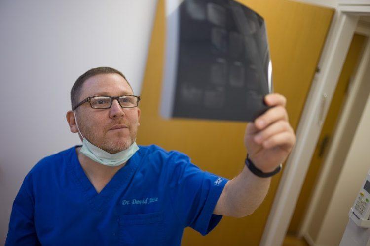 דוקטור דוד עטיה, השתלות שיניים ברחובות