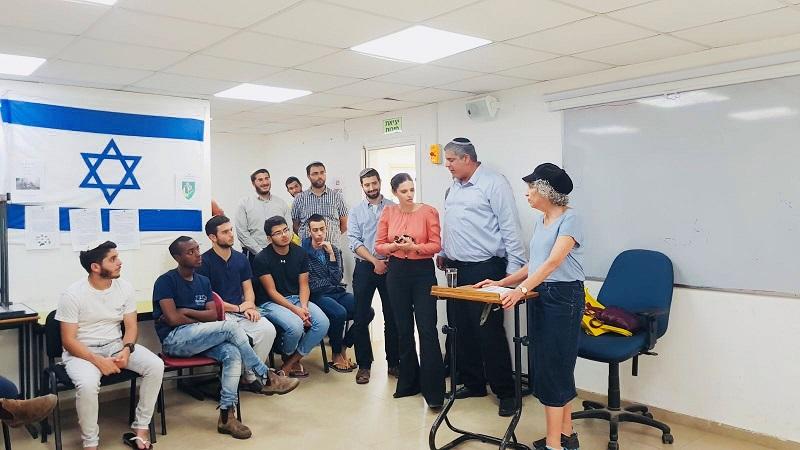 איילת שקד ואמיתי כהן במכינה הקדם צבאית בקרית משה