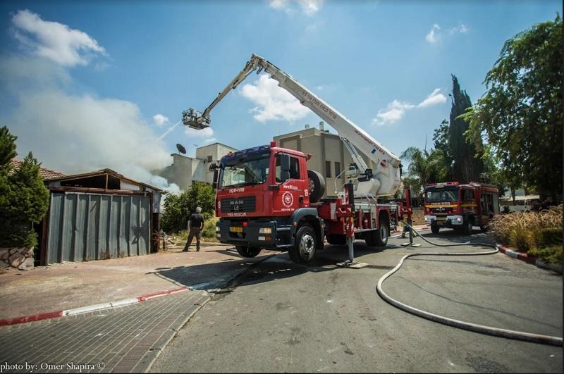 לוחמי האש בפעולה (צילום אילוסטרציה: עומר שפירא)