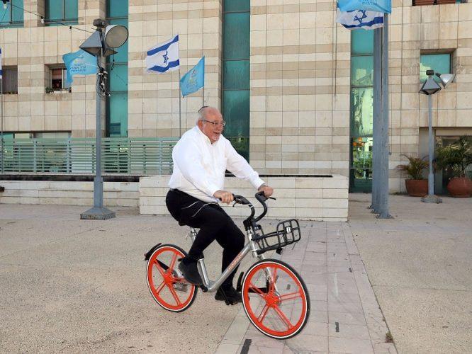 רחמים מלול על האופניים