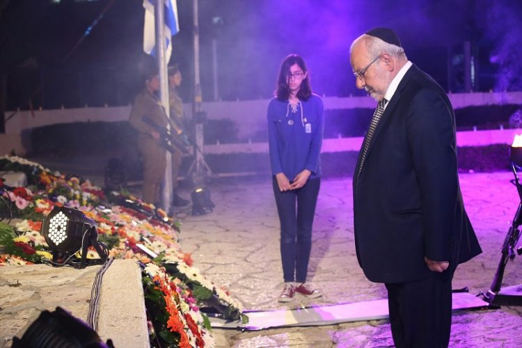 רחמים מלול במעמד הנחת הזר בטקס יום הזיכרון
