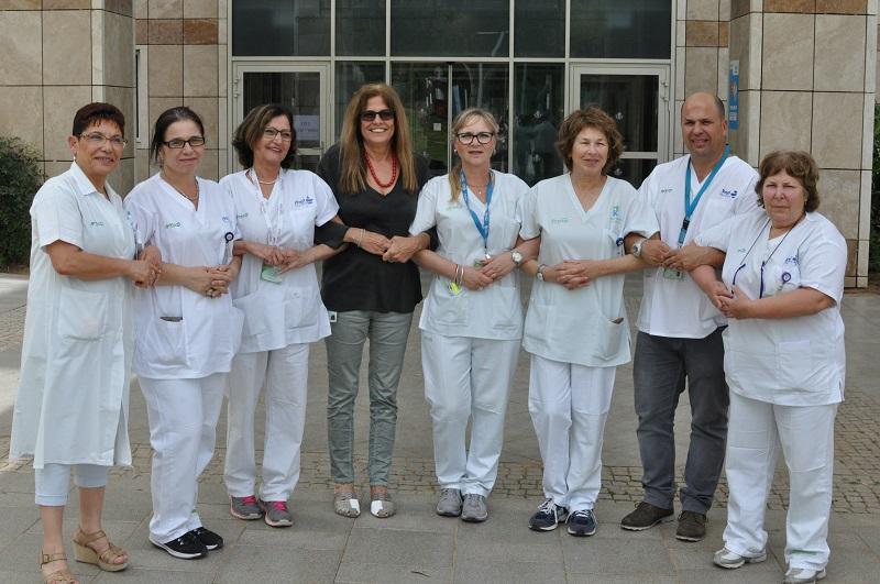האחיות המתאמות עם מנהלת הסיעוד בקפלן (צילום: אורית ארטל דלוגין, בית החולים קפלן)