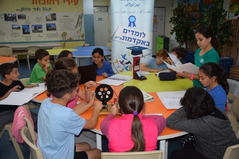 תלמידי בית הספר בכור לוי