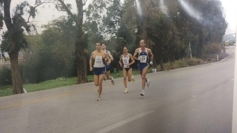 מרתון טבריה 2002 . שי משמש כפייסר של נילי, שניצחה בתחרות