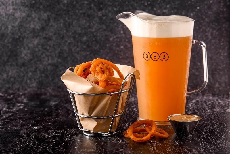 קנקן ליטר בירה ובורגוס קטן - ספיישל מאי BBB (צילום: גליה אבירם)