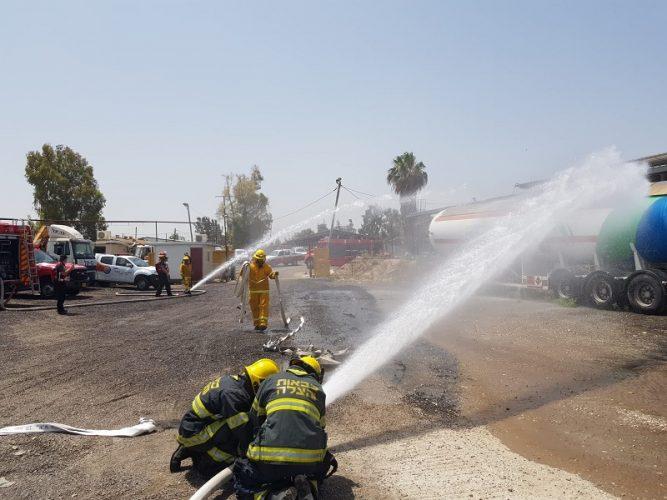 לוחמי האש מרחובות בפעולה