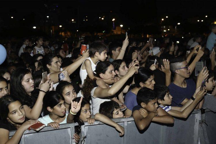הקהל מריע לנטע ברזילי