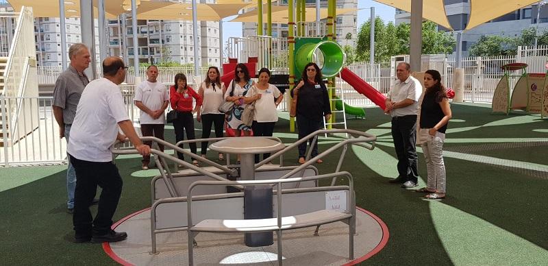 ועדת השיפוט של קריה יפה בישראל יפה בביקורם בבית הספר עידוד ברחובות