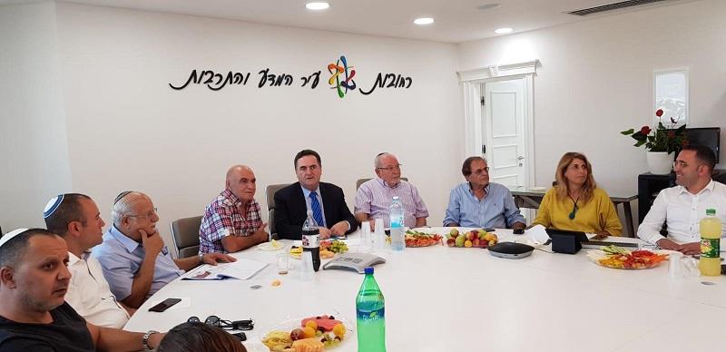 השר ישראל כץ בפגישתו בעיריית רחובות